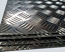 Chapa de alumínio frisada